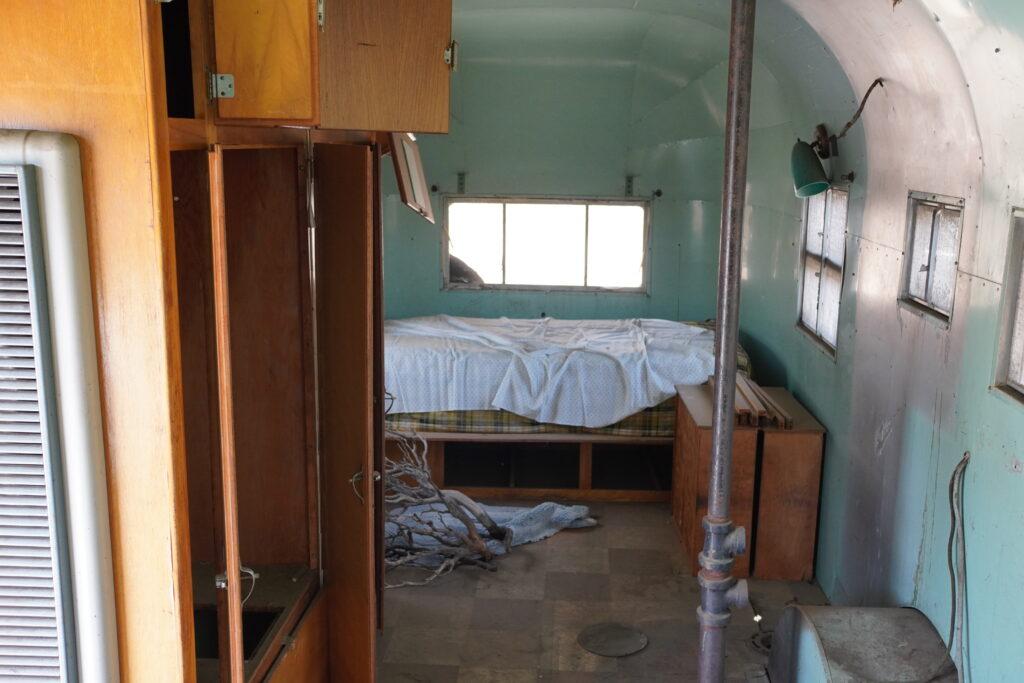 1957 airstream el rey bedroom