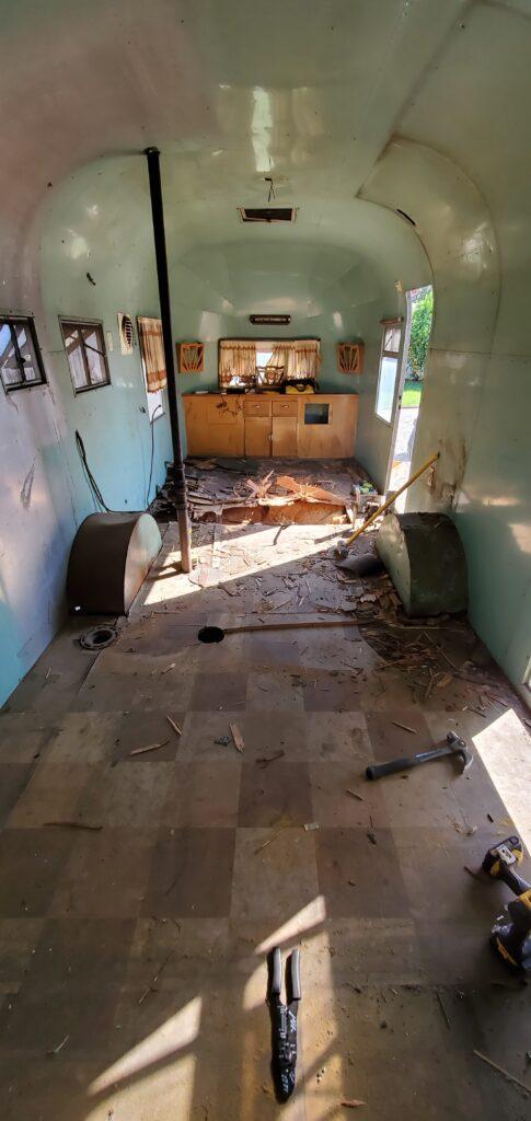 1967 airstream el rey interior backside floor removal
